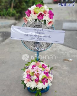 พวงหรีดพัดลมสีฟ้า 16 นิ้ว คุณภาพดี ดอกไม้โทนสีชมพูหวาน