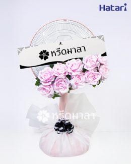 หรีดพัดลมสวย ๆ ขนาด 18 นิ้ว เติมด้วยดอกไม้ประดิษฐ์สีชมพูอ่อนหวาน