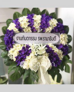 พวงหรีดดอกไม้สดโทนสีม่วง-ขาว ไซส์ใหญ่ ตกแต่งด้วยโบผ้าสีขาว
