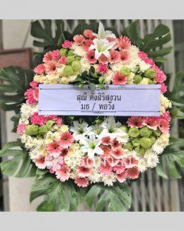 พวงหรีดดอกไม้สดจาก หรีดมาลา เน้นสีชมพู สลับด้วยสีขาวและเขียว